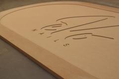 Frezowanie w drewnie elementów meblarskich. Blat stołu. Stan surowy