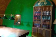 Frezowanie elementów biblioteczki w drewnie. Budowa atrapy księgozbioru do zamku Kliczków