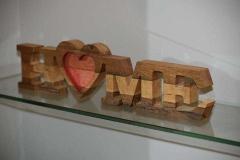 Frezowanie w drewnie. Napis dekoracyjny HOME