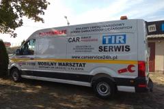 Reklama na busie vanie firmowym pojazdu serwisowego z Bolesławca