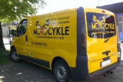 Reklama na busie vanie firmowym sklepu Motocykle w Bolesławcu