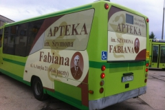 Reklama na autobusie komunikacji miejskiej dla apteki im. Fabiana w Bolesławcu