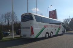 Reklama na autokarze firmy TOMADA z Bolesławca