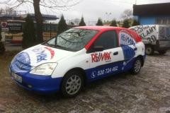 Reklama na pojazdach firmowych agencji nieruchomości REMAX w Bolesławcu