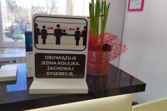 """Stojak / Stand informacyjny """"Jedna kolejka - zachowaj dyskrecję"""""""