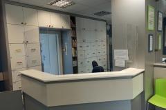 Dedykowana, kompleksowa zabudowa lady recepcji z plexi Warszawa