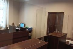 Dedykowana zabudowa osłony z plexu na ladę recepcji kancelarii komorniczej