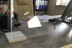 Osłona zabezpieczająca / Ekran z plexiglas 4 mm zaginanego termicznie do biura