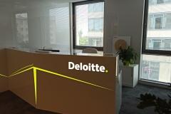 Osłona na ladę recepcji biura Deloitte Warszawa