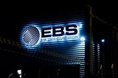 Logotyp przestrzenny 3D LED podświetlany efekt HALO. PCV 20 mm malowany natryskowo. Firma EBS Wrocław