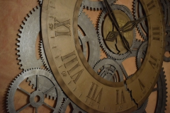 Instalacja Machina Czasu. Frezowane PCV 10 mmmalowane i stylizowane natryskowo. Pomieszczenie klubowe Zamku Kliczków