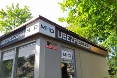Otok z kasetonem reklamowym LED narożnym. MHD Legnica