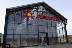 Logotyp napis podświetlany 3D LED wykonany w technice liter blokowych z taśmy ALURAPID. Centrum Ogrodnicze Meduza w Kruszynie