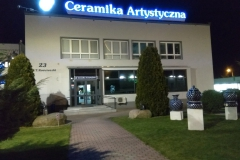 Kompleksowe oznakowanie budynku obiektu biura Ceramika Artystyczna w Bolesławcu