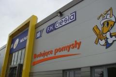 Kompleksowe oznakowanie budynku sklepu Mrówka w Chojnowie