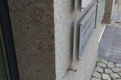 Tablica informacyjna modułowa z panelami wymiennymi na dystansach ze stali nierdzewnej
