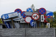 Stare znaki drogowe