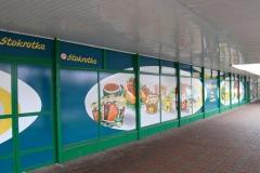 Kompleksowe wyklejanie witryny sklepu Stokrotka w Bolesławcu