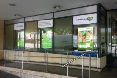 Kompleksowe wyklejanie witryny siedziby biura oddziału firmy Promedica24 Monachium Niemcy