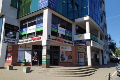 Kompleksowe wyklejanie witryny siedziby biura oddziału firmy Promedica24 Białystok