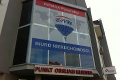 Kompleksowe wyklejanie witryny siedziby biura oddziału agencji nieruchomości w Bolesławcu