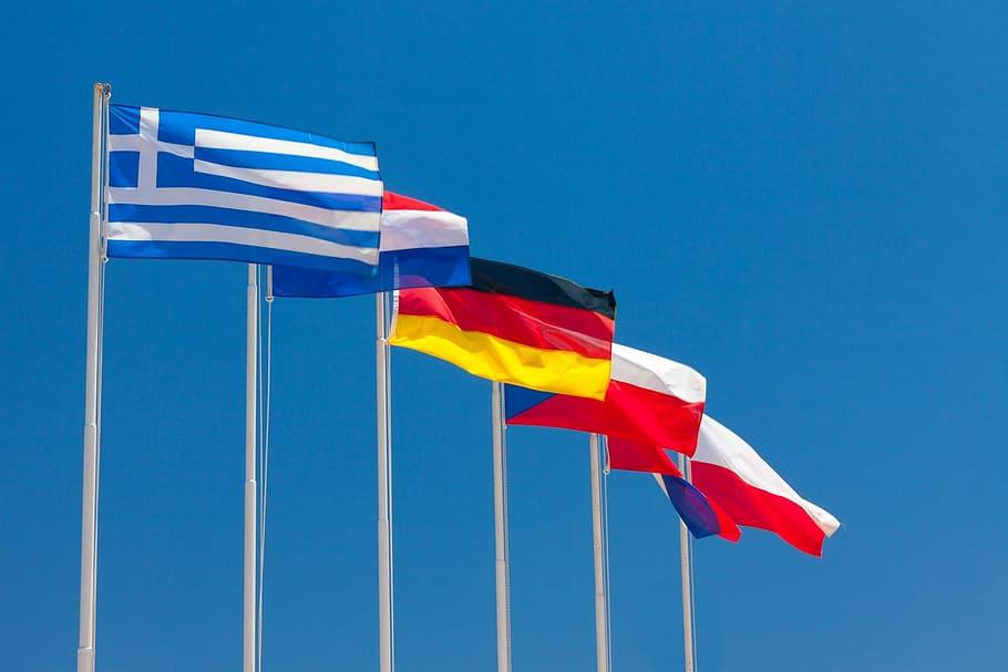 Flagi państwowe na maszatach flagowych