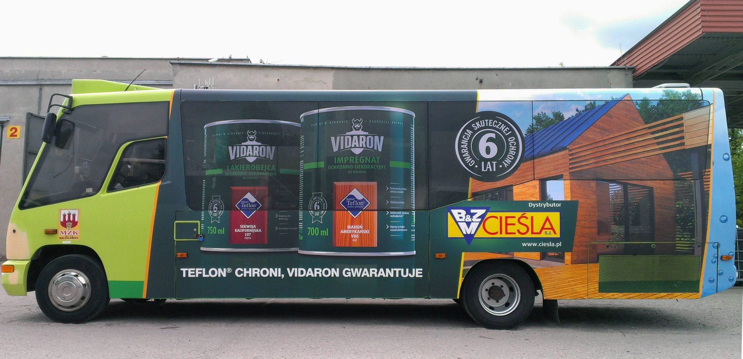Reklama na autobusie komunikacji miejskiej
