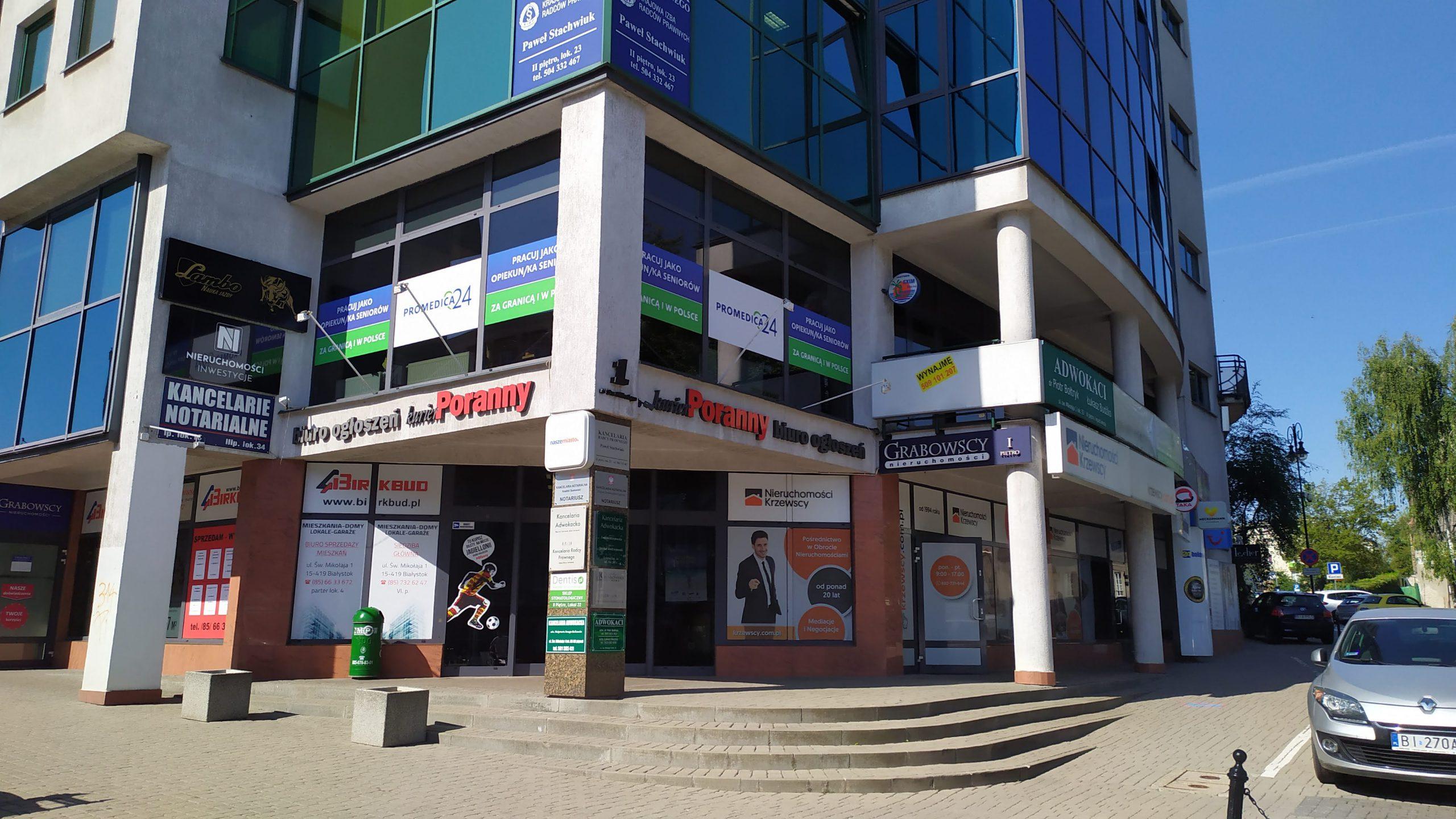 Kompleksowe wyklejanie witryny biura oddziału firmy Promedica24 Białystok